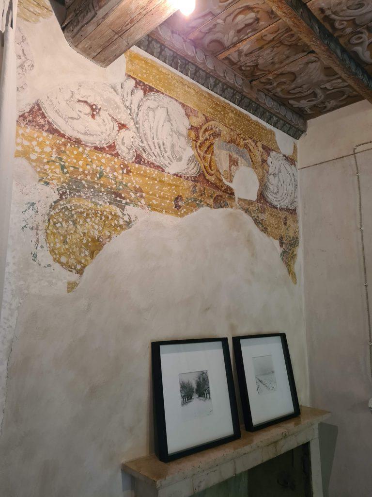 Fresco an der Wand der Corte Mainolda